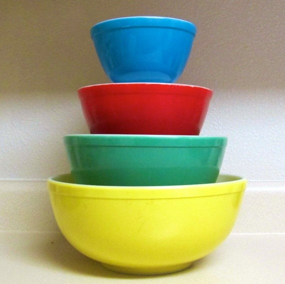 Dating Pyrex Mixing Bowls